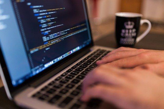 imagen referencial de una computadora digital