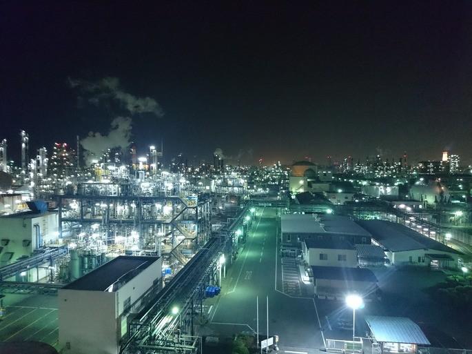 Contaminacion luminica exceso de luces en una fabrica