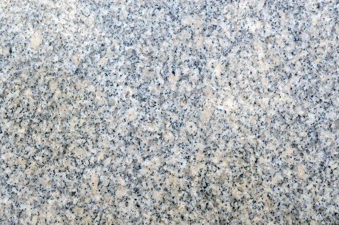 granito pulido que muestra la heterogeneidad de su composicion