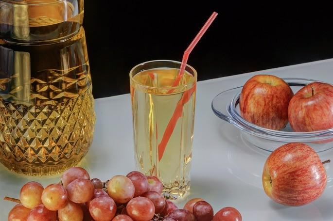 la pajilla se ve discontinua en un vaso de agua por el efecto de refraccion de la luz
