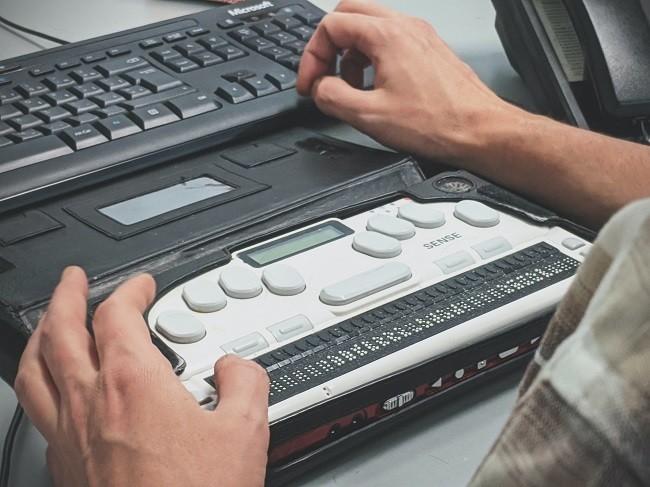 lenguaje táctil, teclado braille para computadoras
