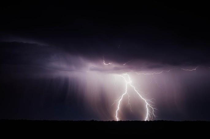 rayos y lluvia en las tormentas fenomenos naturales