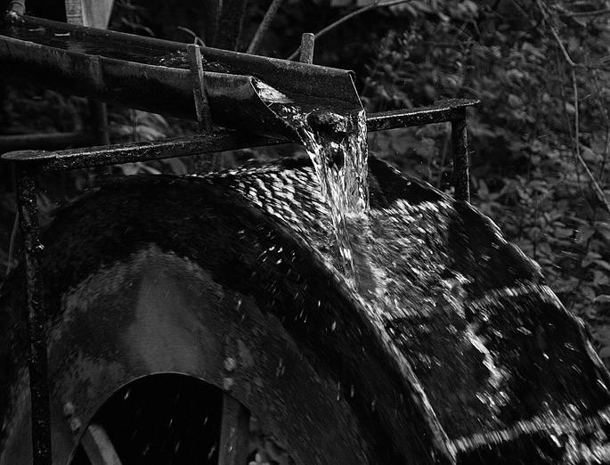 rueda hidraulica energia del agua renovable