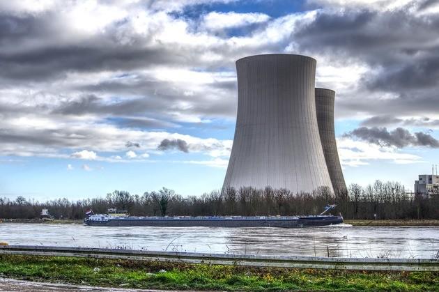 planta de energía nuclear no renovable