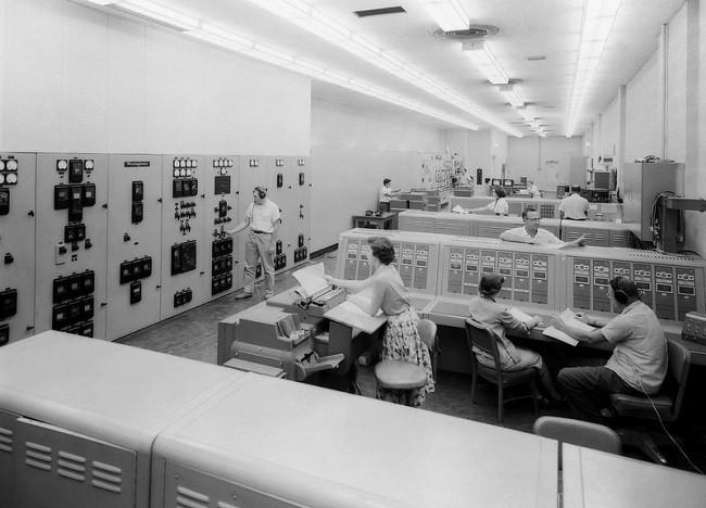 Computadora del centro de control del túnel de viento de la NASA, en 1956