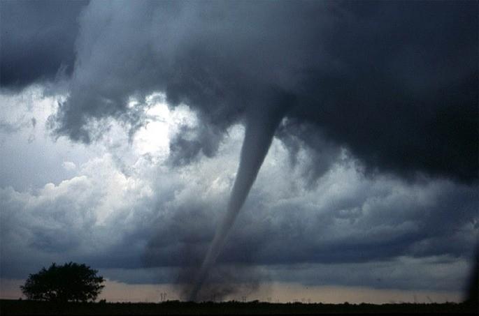 Tornado fenomeno natural atmosferico